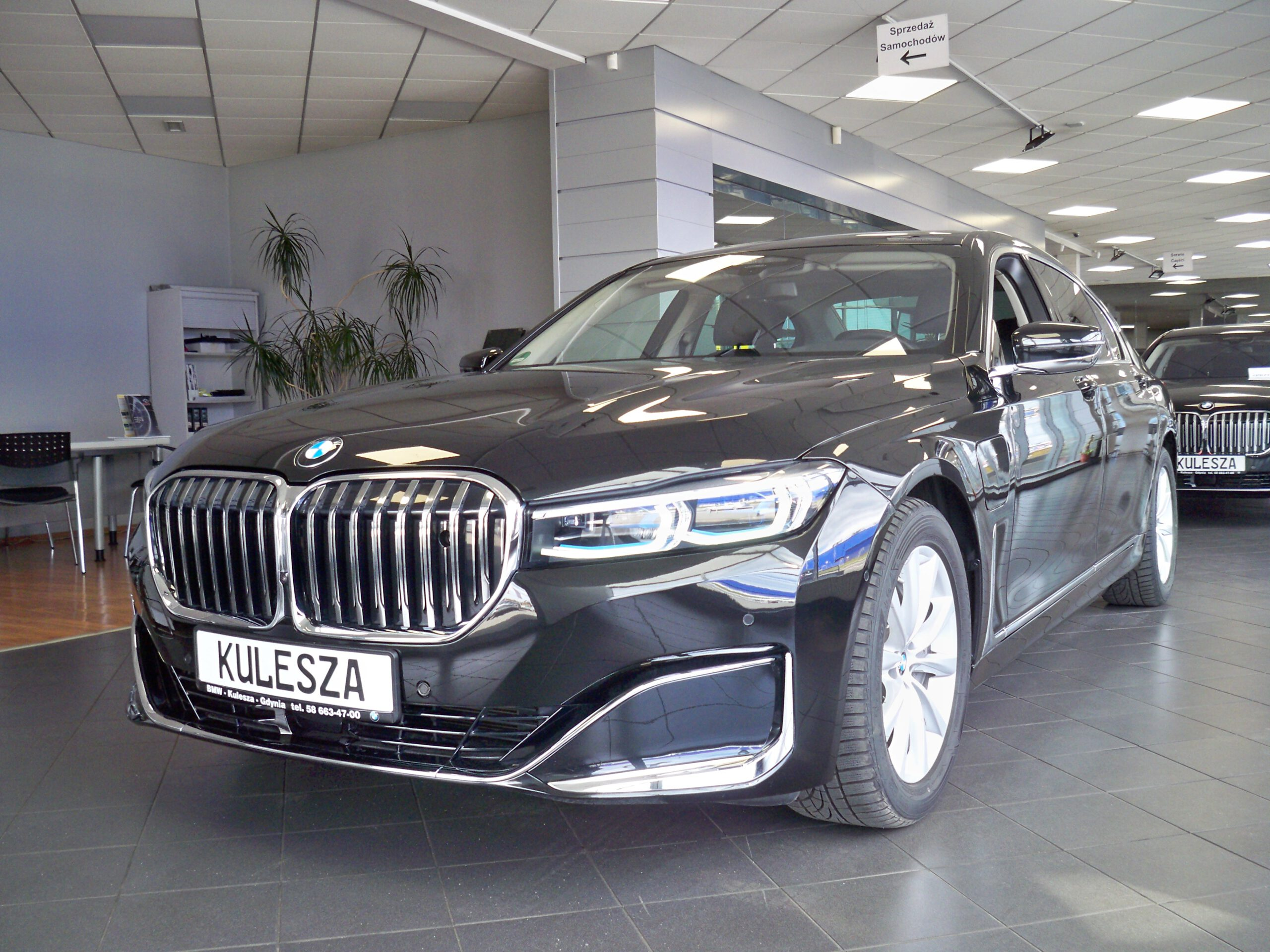 BMW 745Lex G12 Limousine – hybryda